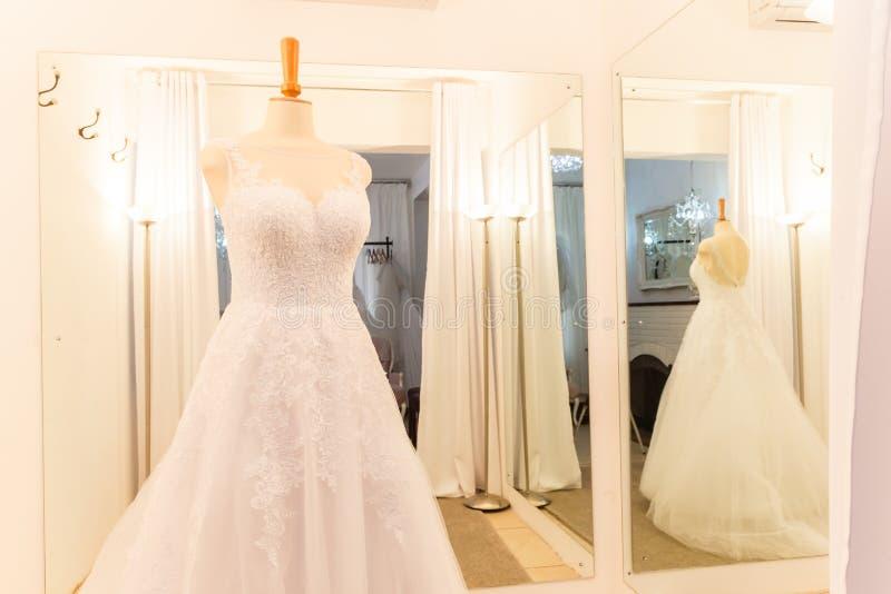 Магазин платья свадьбы стоковые изображения