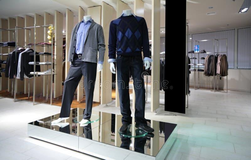 магазин раздела людей manneqiuns одежд стоковое изображение