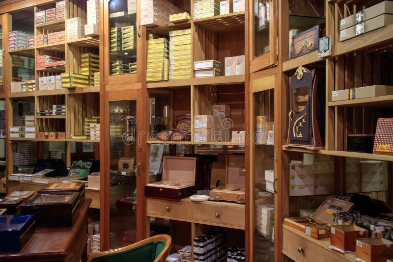 Магазин сигары в Гаване Кубе стоковое фото