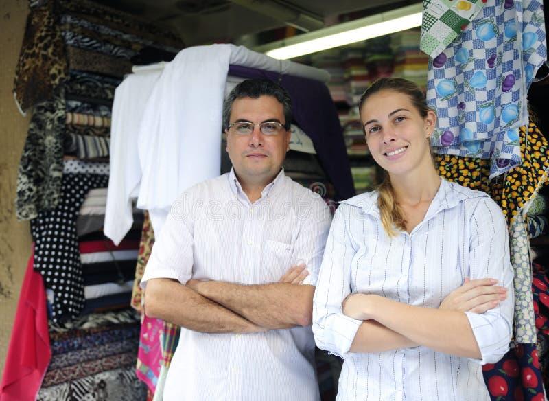 магазин соучастников предпринимателей семьи ткани дела стоковые изображения rf