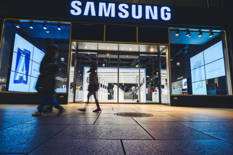 Магазин телефона SAMSUNG во Франкфурте, Германии стоковое фото rf