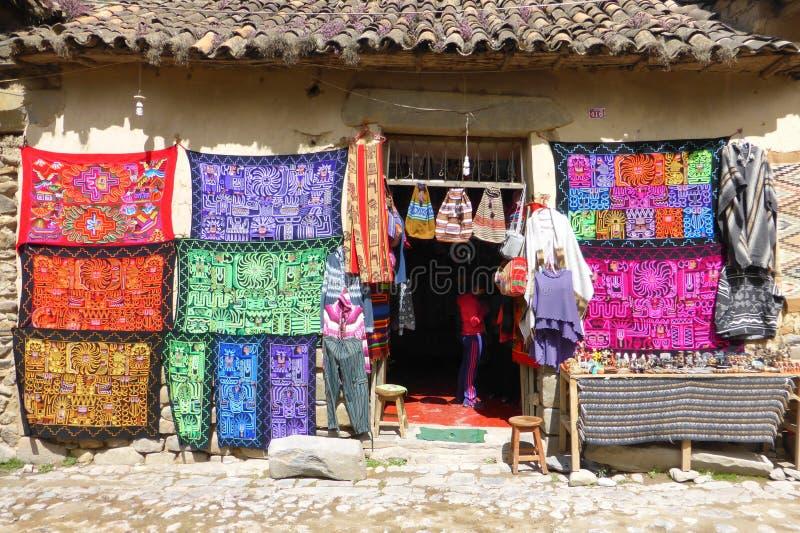 Магазин ткани, Ollantaytambo стоковые изображения