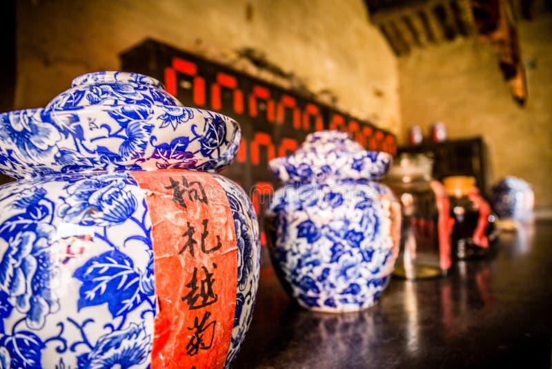 Магазин традиционной медицины Китая или старая китайская фармация стоковое изображение