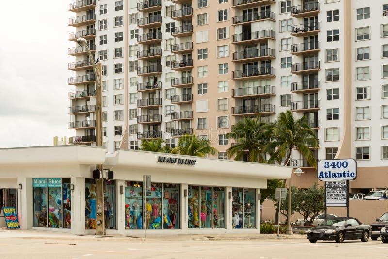 Магазин Beachware и жилой дом стоковое фото rf
