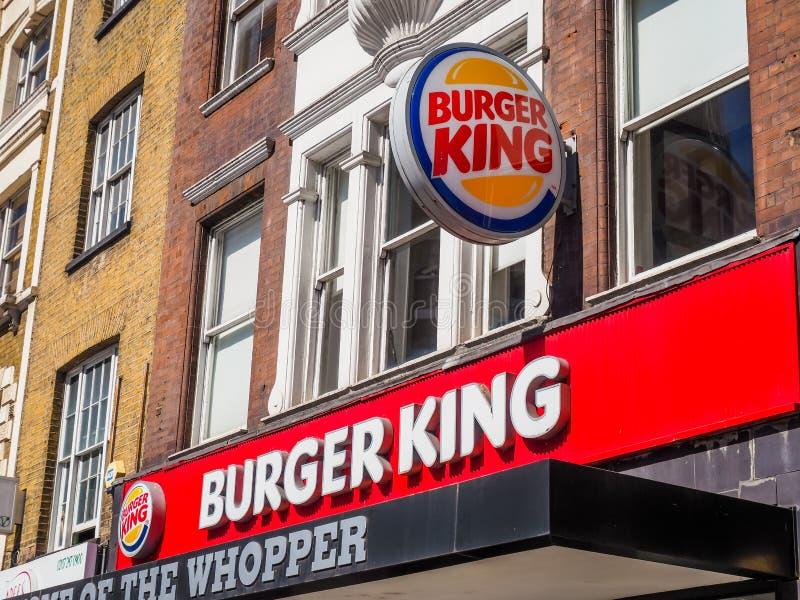 Магазин Burger King закрыт из-за блокировки в Лондоне и пандемии коронавируса стоковое изображение