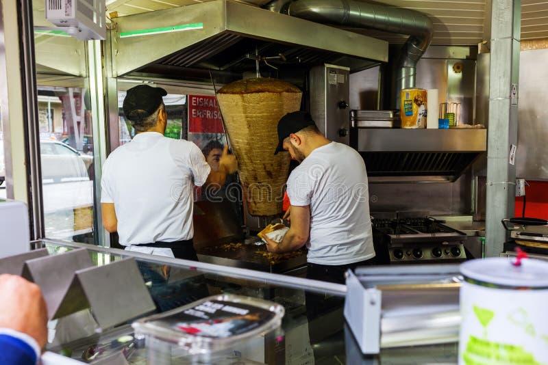 Магазин Kebab в Берлине-Kreuzberg стоковое фото rf