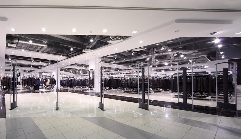 магазин outerwear освещения входа просторный к стоковое изображение