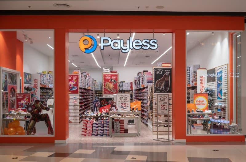 Магазин Payless на центральном Westgate Бангкоке, Таиланде, 10-ое мая 2018 стоковое фото rf