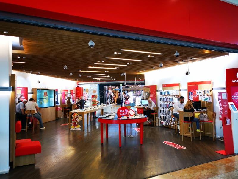 Магазин Vodafone на городе покупок Baneasa торгового центра, Румынии стоковое изображение