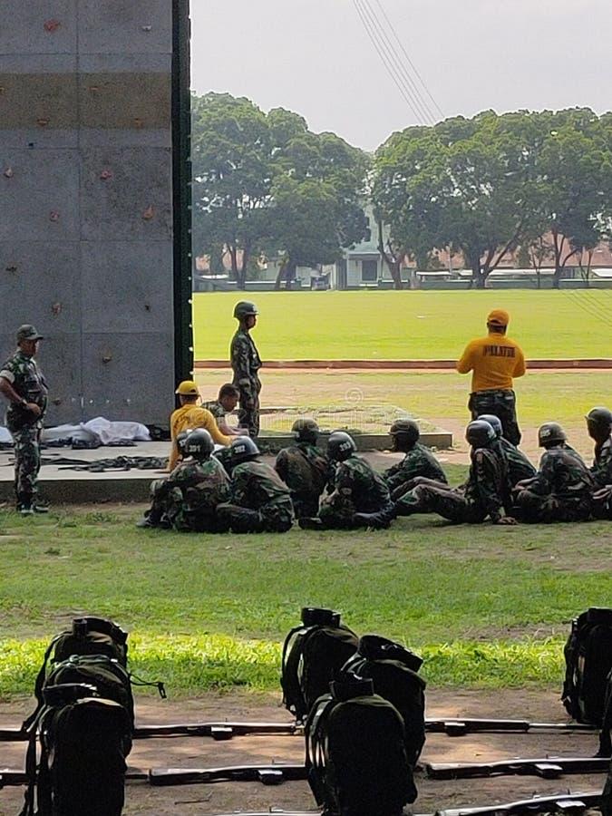 магеланг, 28 ноября 2019 года, Индония, солдаты получают инструкции от командира 28 ноября 2019 года, Индония стоковые изображения rf