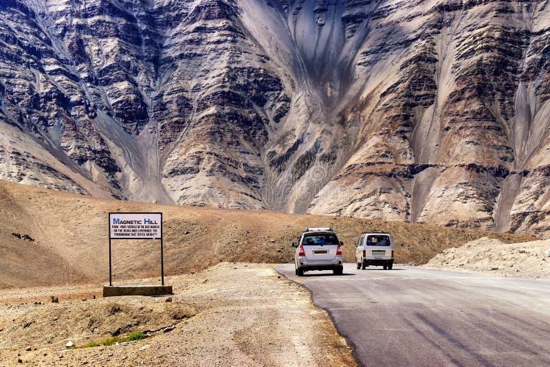 Магнитный холм, leh, Ladakh, Джамму и Кашмир, Индия стоковое фото rf
