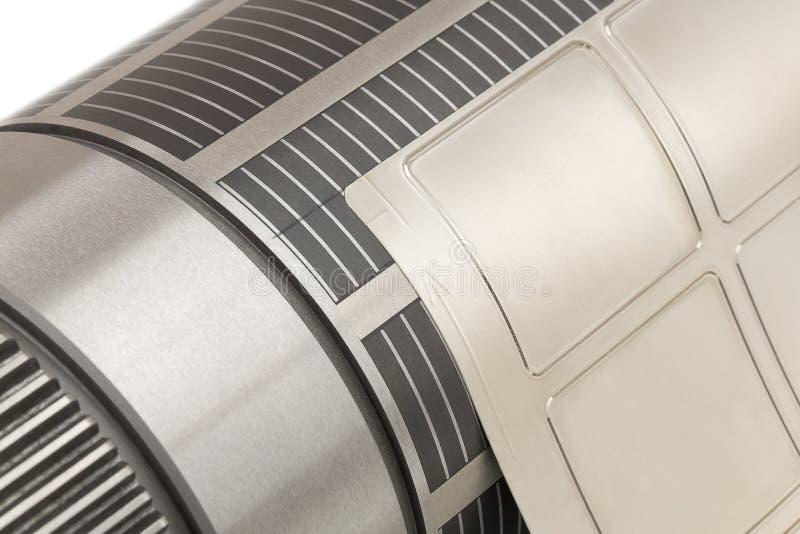 Магнитный цилиндр с прикрепленная гибкой умирает для умирает вырезывание на flexographic машине прессы используемой для производс стоковые фотографии rf
