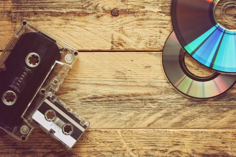Магнитофонные кассеты и диски КОМПАКТНОГО ДИСКА стоковые изображения rf