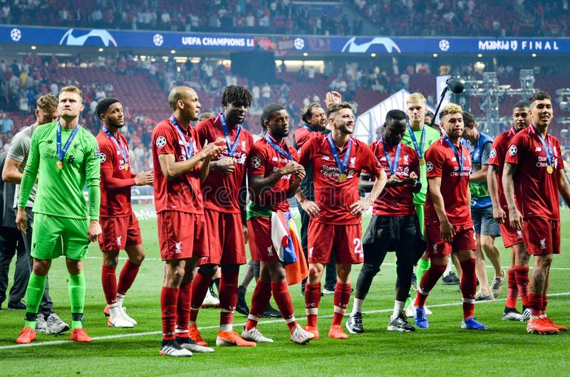 Мадрид, Испания - 1-ОЕ МАЯ 2019: Игроки Ливерпуля празднуют их выигрывать лиги чемпионов UEFA 2019 после финальной игры стоковое фото rf