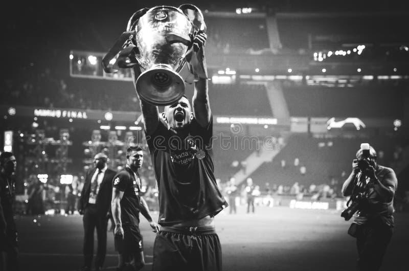Мадрид, Испания - 1-ОЕ МАЯ 2019: Dejan Lovren с с чашкой празднует их выигрывать лиги чемпионов UEFA 2019 после выпускных экзамен стоковая фотография rf