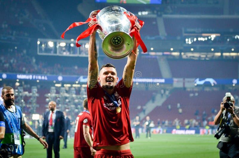 Мадрид, Испания - 1-ОЕ МАЯ 2019: Dejan Lovren с с чашкой празднует их выигрывать лиги чемпионов UEFA 2019 после выпускных экзамен стоковые фото