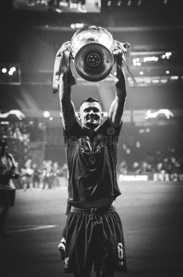 Мадрид, Испания - 1-ОЕ МАЯ 2019: Dejan Lovren с с чашкой празднует их выигрывать лиги чемпионов UEFA 2019 после выпускных экзамен стоковое фото rf
