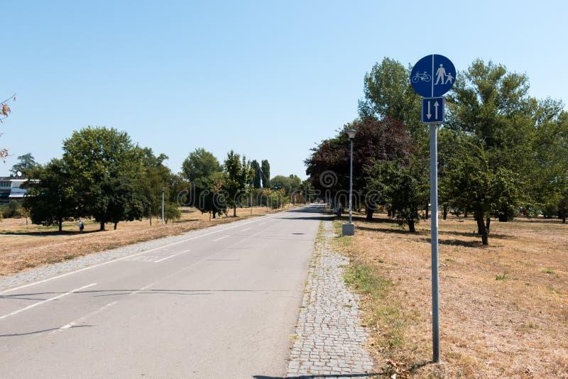 Майна велосипеда и пешехода стоковые изображения