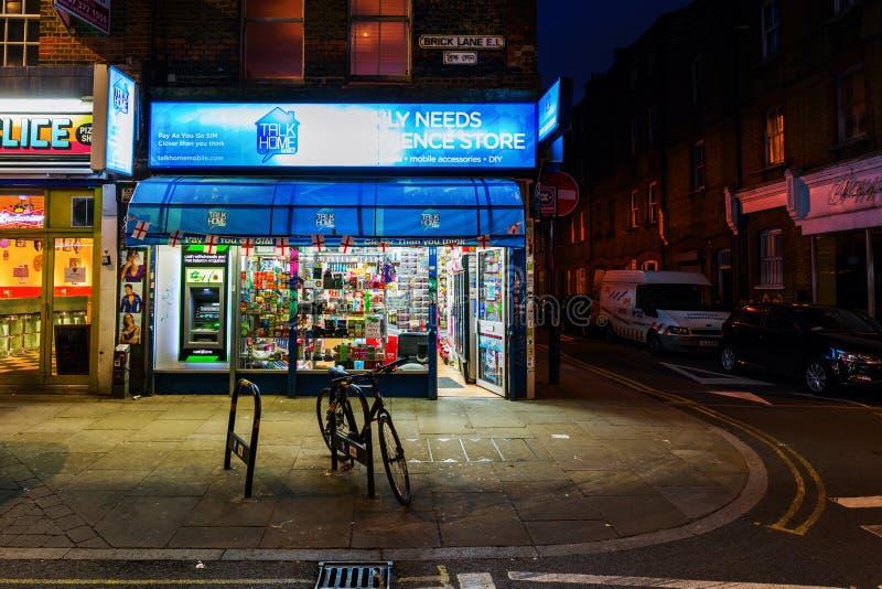 Майна кирпича в районе Shoreditch Лондона на ноче стоковое изображение