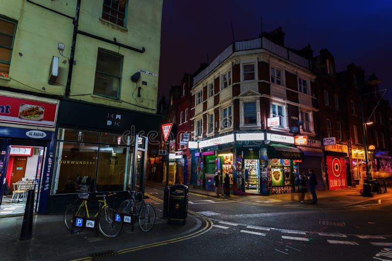 Майна кирпича в районе Shoreditch Лондона на ноче стоковые фото