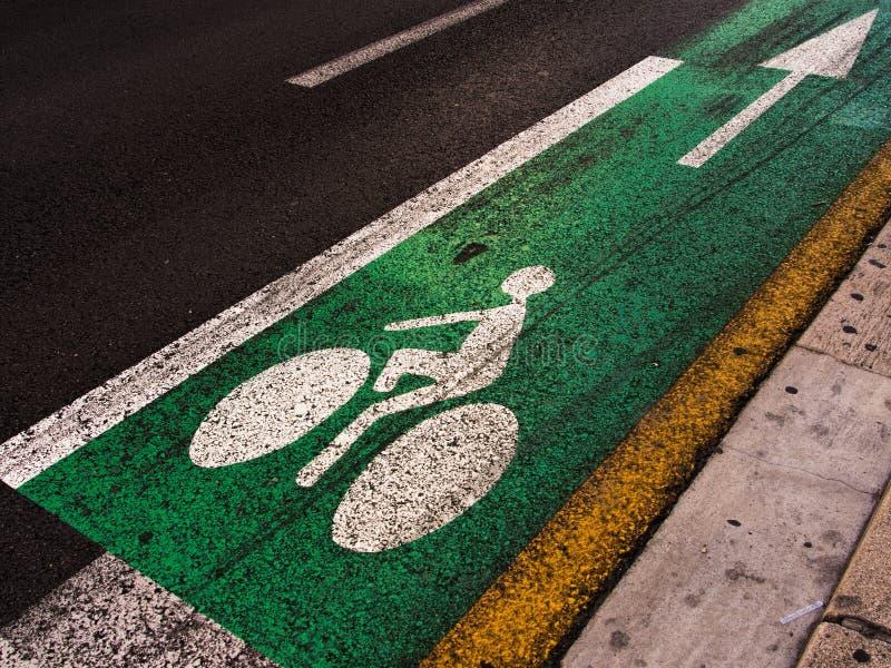 Download Майна цикла с стрелкой стоковое изображение. изображение насчитывающей дорога - 33728453