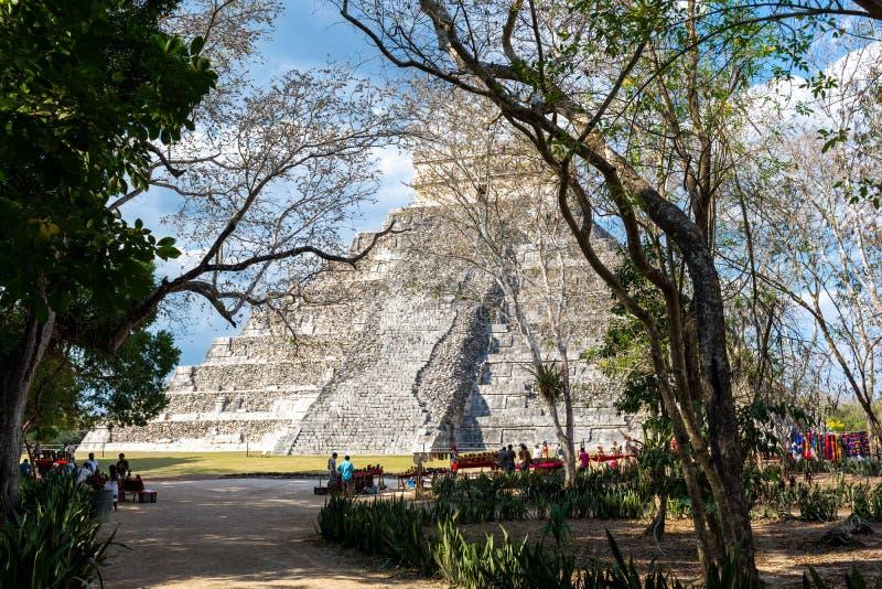 Майяская пирамида Kukulcan El Castillo в Chichen Itza, Мексике стоковые изображения rf