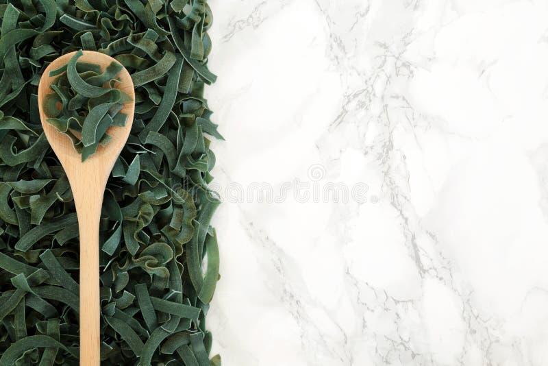 Макаронные изделия здоровой еды Spirulina Tagliatelle стоковые изображения