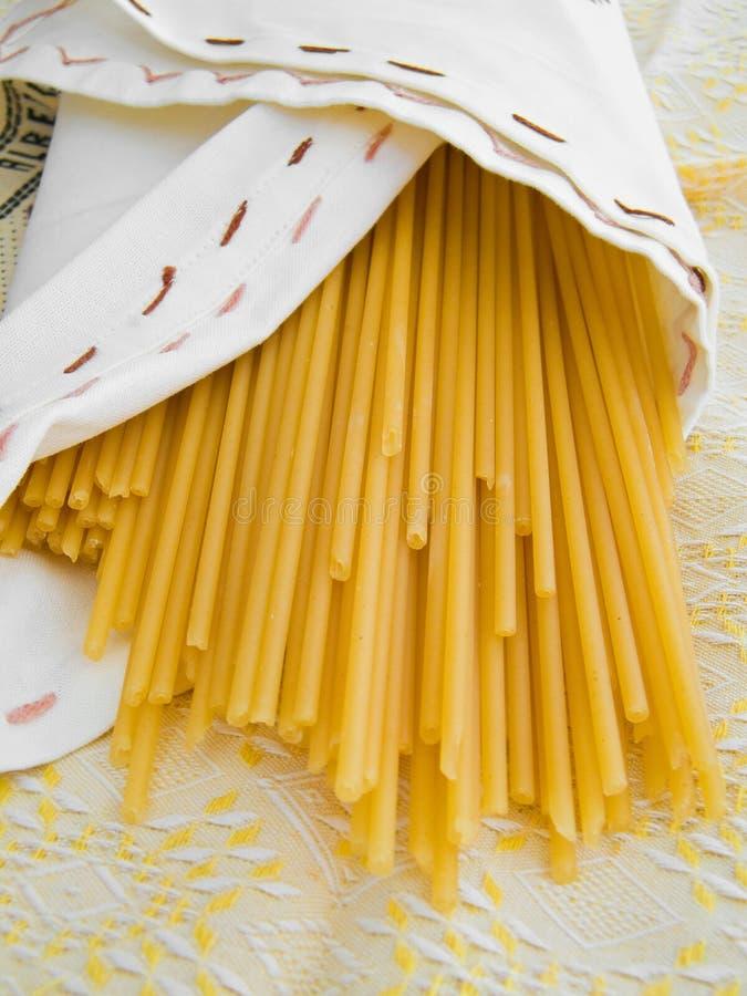 макаронные изделия итальянки еды bucatini стоковое фото