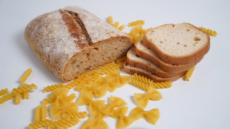 Макаронные изделия и хлеб Продукты от пшеничной муки с клейковиной стоковая фотография