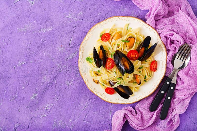 Макаронные изделия fettuccine морепродуктов стоковая фотография