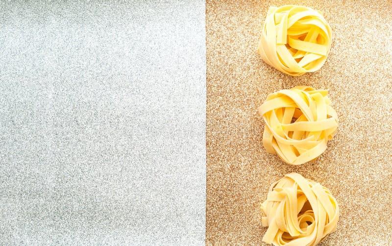 Макаронные изделия Fettuccine на ультрамодной предпосылке E стоковое изображение