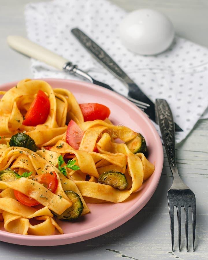 Макаронные изделия Fettuccine с овощами стоковые изображения rf
