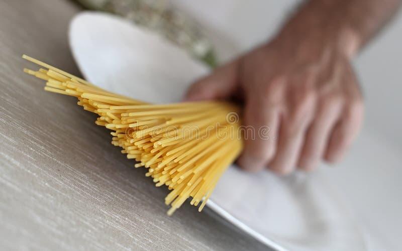 Макаронные изделия спагетти итальянские, фотография студии стоковые фото