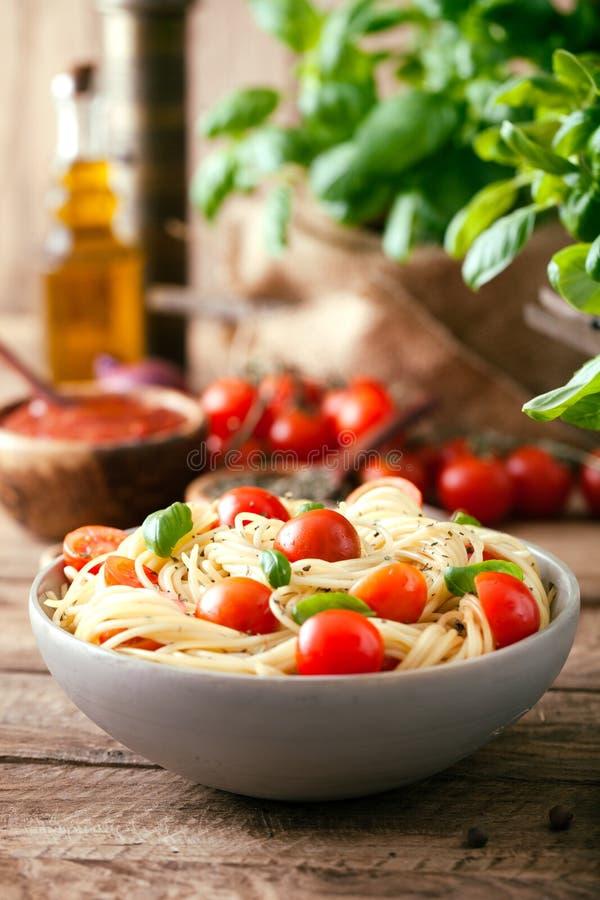 Макаронные изделия с оливковым маслом стоковое фото