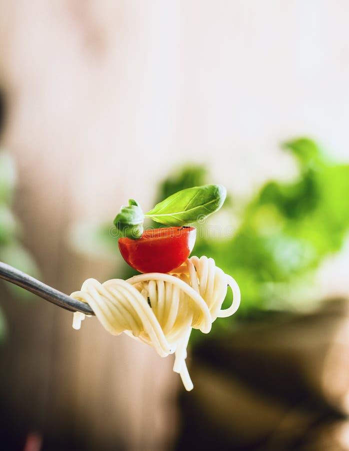 Макаронные изделия с оливковым маслом стоковое фото rf