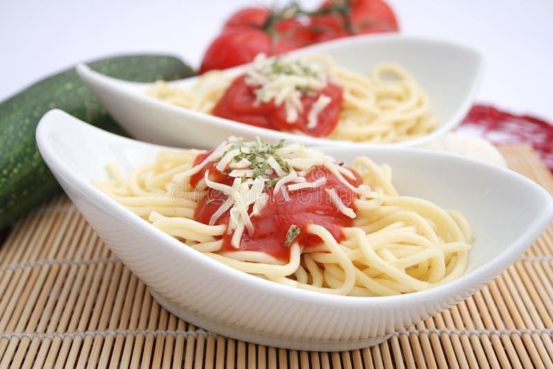 Макаронные изделия с томатным соусом стоковое фото