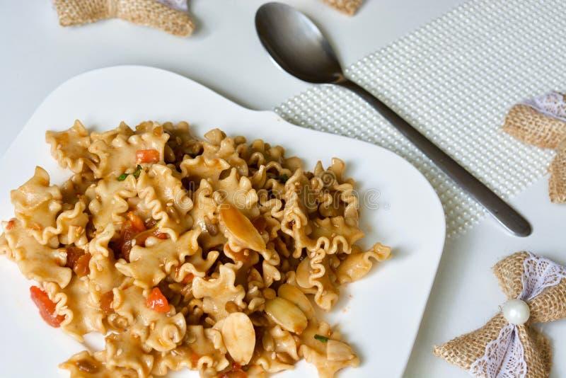 Макарон зерна вкусного ореховый-семенистого томата вся стоковые изображения rf