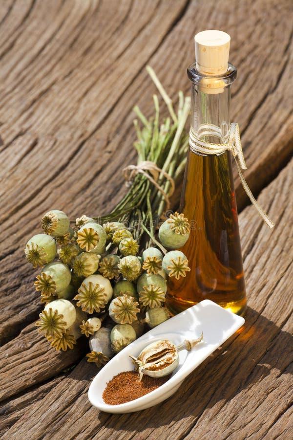 Маковые семенена и масло стоковое изображение