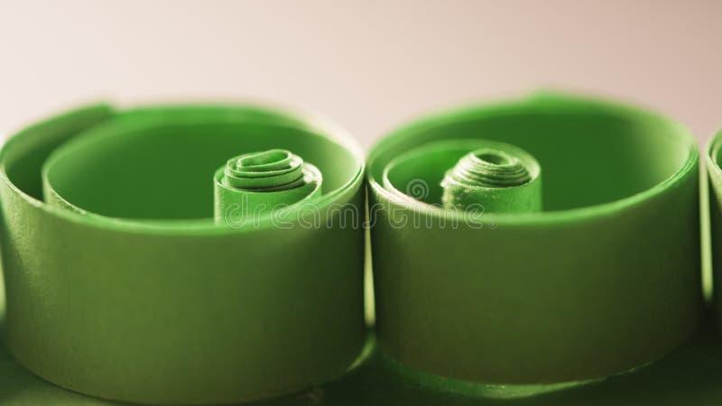 Макрос, конспект, изображение предпосылки покрашенной бумаги закручивает в спираль стоковое фото rf