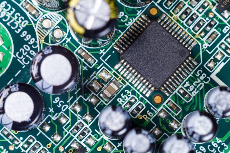 Макрос конденсатора доски компьютера PCB стоковая фотография