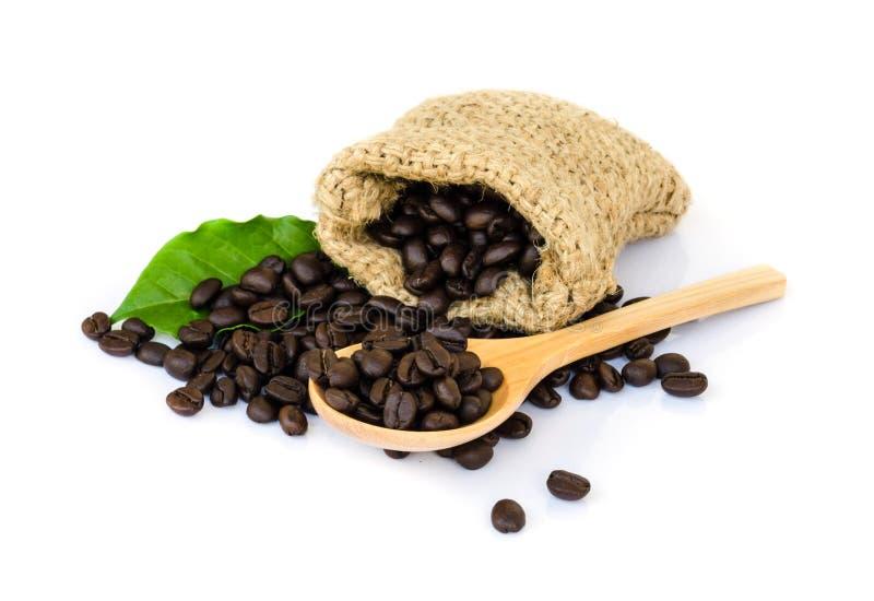 Download макрос кофе завтрака фасолей идеально изолированный над белизной Стоковое Изображение - изображение насчитывающей кафе, baggies: 40589621