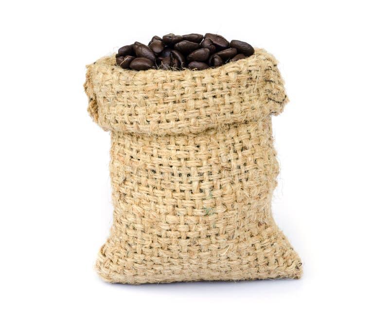 Download макрос кофе завтрака фасолей идеально изолированный над белизной Стоковое Фото - изображение насчитывающей питье, armoring: 40589634