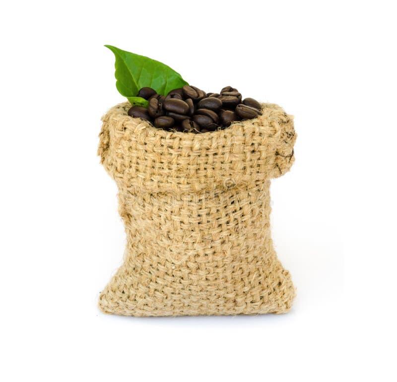 Download макрос кофе завтрака фасолей идеально изолированный над белизной Стоковое Изображение - изображение насчитывающей напитка, aiders: 40589635