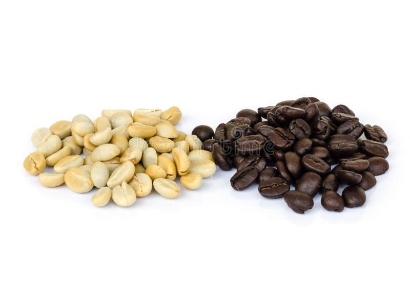 Download макрос кофе завтрака фасолей идеально изолированный над белизной Стоковое Фото - изображение насчитывающей еда, espresso: 40589680