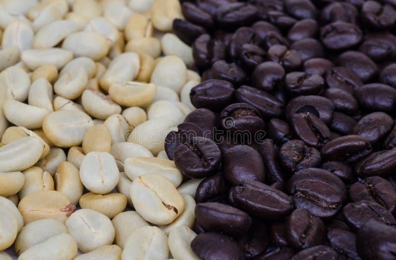 Download макрос кофе завтрака фасолей идеально изолированный над белизной Стоковое Фото - изображение насчитывающей изолировано, еда: 40589706