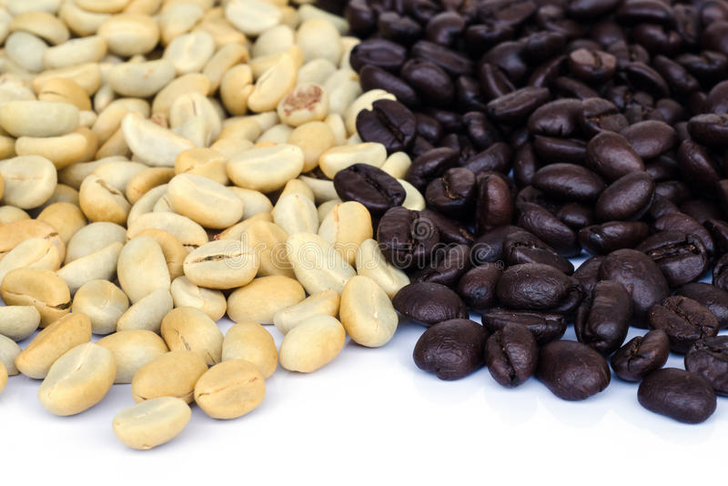 Download макрос кофе завтрака фасолей идеально изолированный над белизной Стоковое Фото - изображение насчитывающей bearable, природа: 40589732