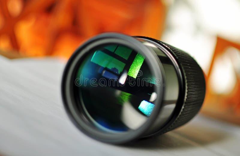 Макрос окна объектива с переменным фокусным расстоянием камеры slr отражая   стоковая фотография rf
