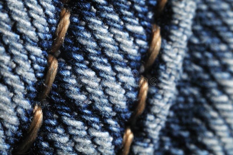 Макрос-фотография a плоск-упала шов на джинсы стоковые фото