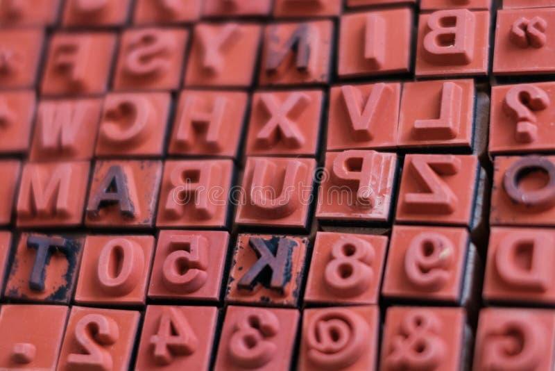 Макрос штемпелей письма и номера - letterpress алфавита, стоковые изображения