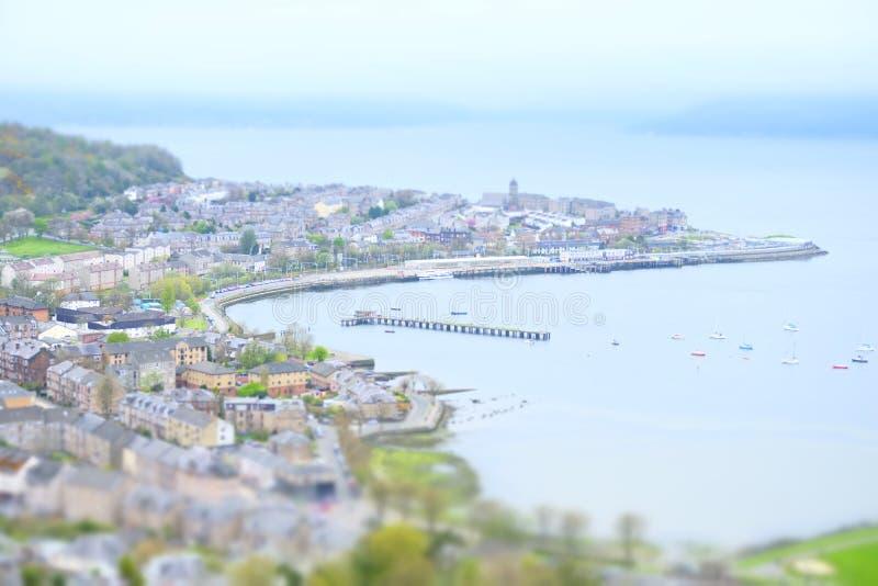 Максимум миниатюрного взгляда города городка взморья воздушный над доком Шотландией inverclyde gourock холма lyle greenock стоковая фотография rf